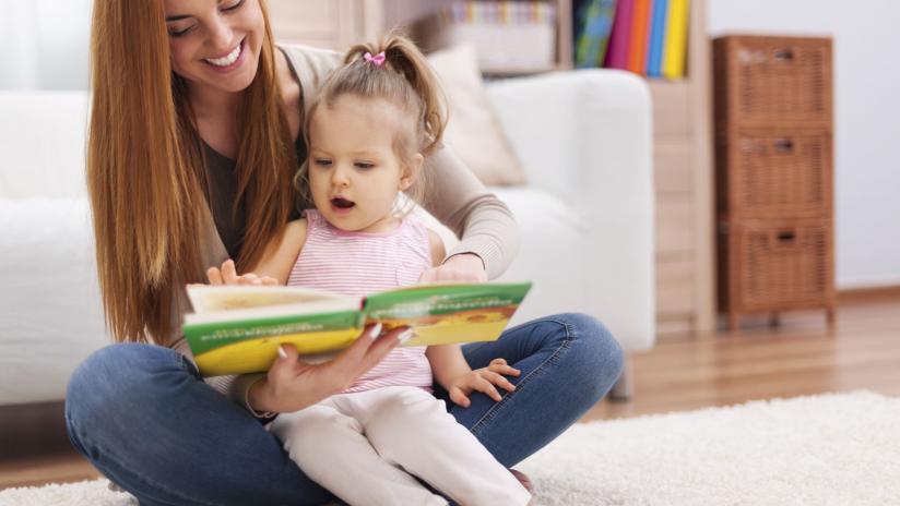 Leggere In Poltrona.Leggere In Poltrona Mamma Teste Fiorite